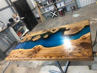 Средний стол из массива дерева и смолы - 8